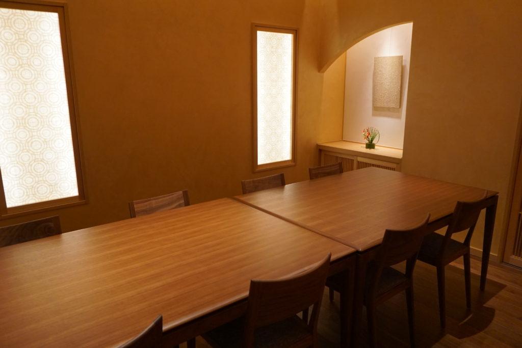 屋内, 部屋, テーブル, 暮らし が含まれている画像 自動的に生成された説明